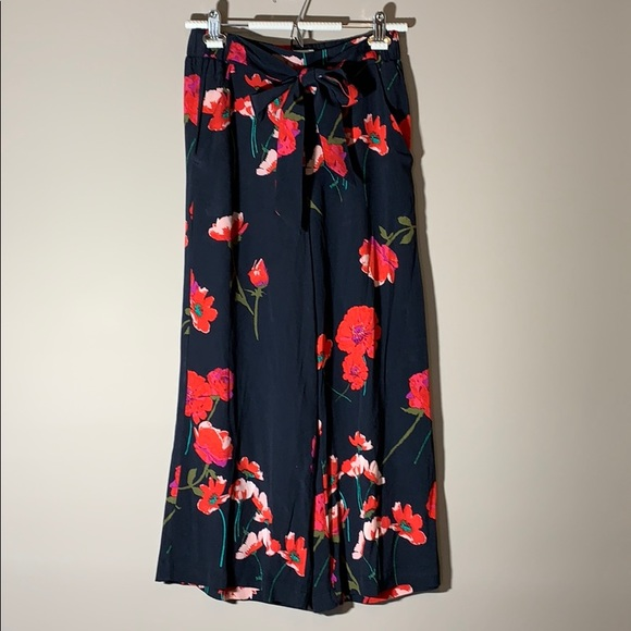 Wilfred Wide Leg Pants. Navy floral. Size small.
